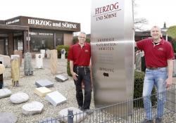 Matthias und Sebastian Herzog an der Filiale Öjendorf
